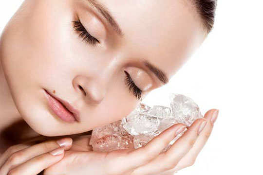 dry-skin-acne-home-remedies-ice-cubes