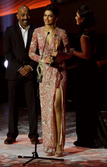 iifa-2013-best-dressed-celebs-deepika-padukone