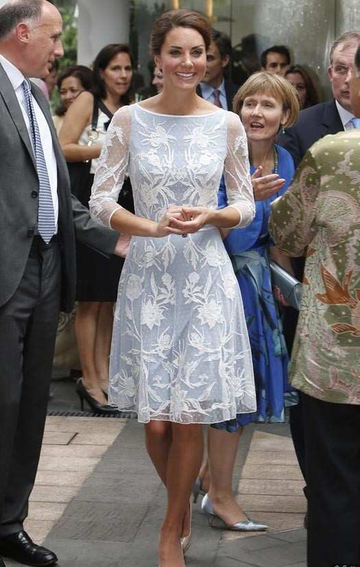 kate-middleton-light-blue-lace-dress