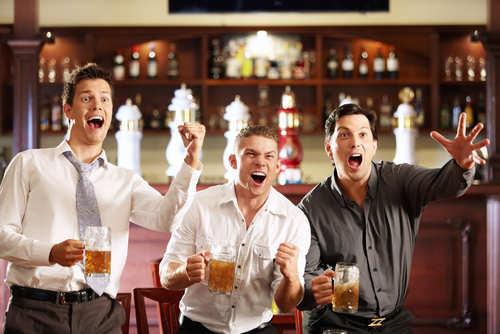 men-in-bar