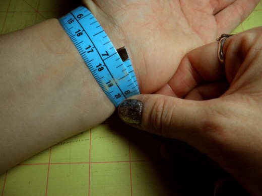 safety-pin-bracelet-diy-step-1