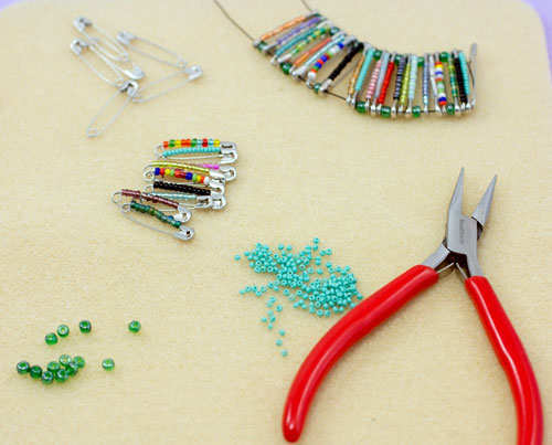 safety-pin-bracelet-diy-step-3