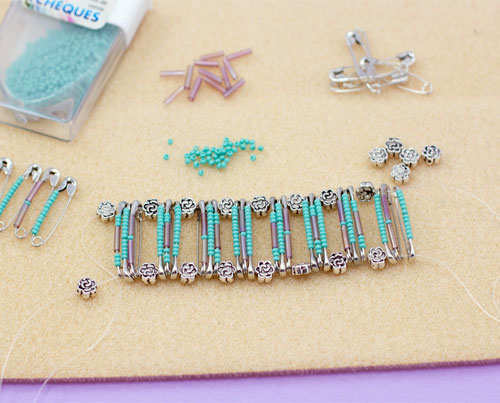 safety-pin-bracelet-diy-step-4
