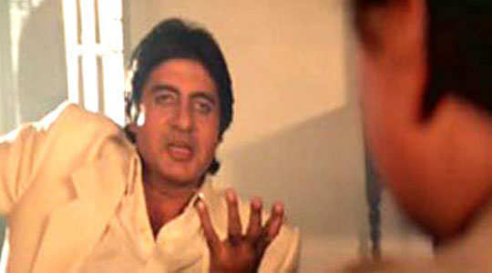 signature-moves-bollywood-celebs-amitabh-bacchan