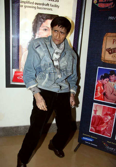 signature-moves-bollywood-celebs-dev-anand