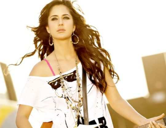 156097-katrina-kaif-in-mere-brother-ki-dulhan