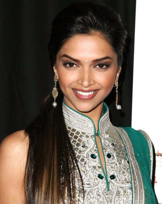 Deepika-Padukone-in-ethnic-dress