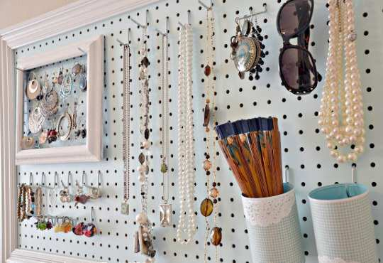 Pegboard-Jewellery-Station