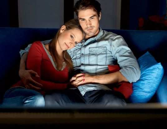 couple-watching-Romantic-Movie