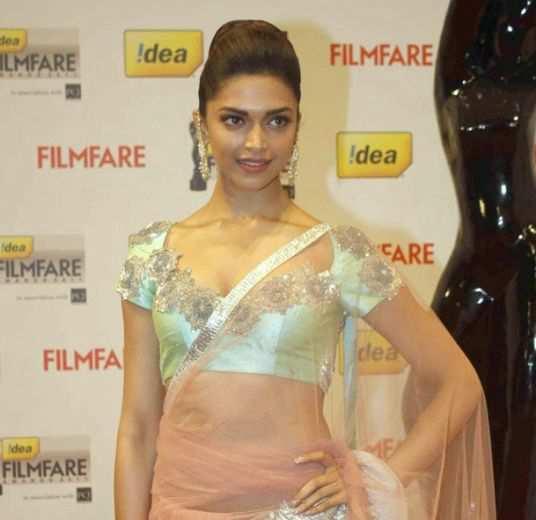 deepika-idea-filmfare-awards-2011