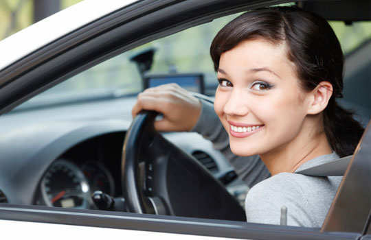 driving-safety-tips-for-women-drive-alone-main