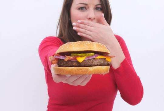 girl-avoid-fast-food
