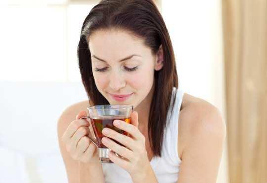 girl-drinking-tea