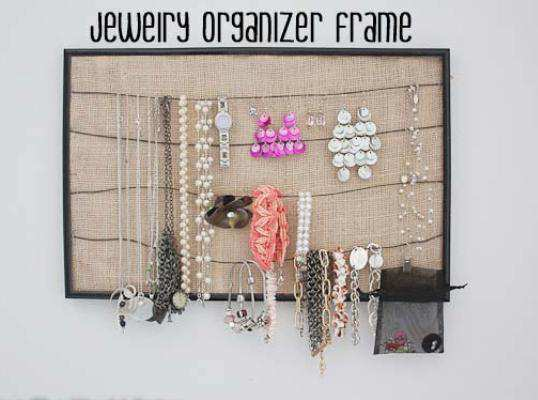 15 easy to make diy jewellery holders 12 diy wire and burlap jewellery holder solutioingenieria Gallery