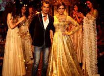lakme-fashion-week-2013-karishma-kapoor-2