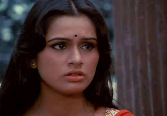 step-moms-bollywood-padmini-kolhapure-2