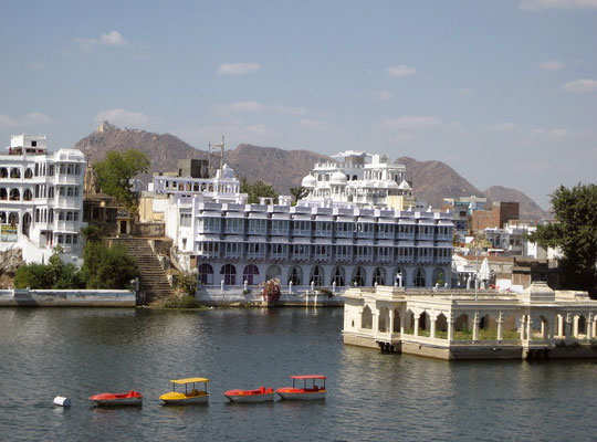 udaipur-tour-lake-pichola-2