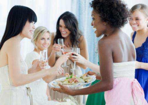 women-Serving-food
