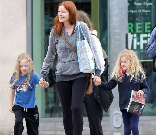 Marcia-Cross-with-Daughters