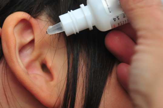 Mineral-oil-for-ear