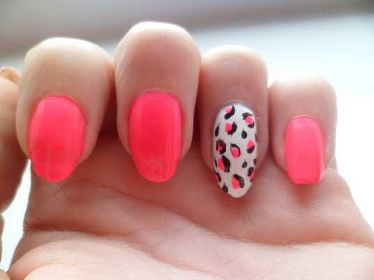 Neon-Pink-Animal-Nail-Art-1