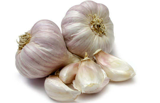 bloating-home-remedies-garlic