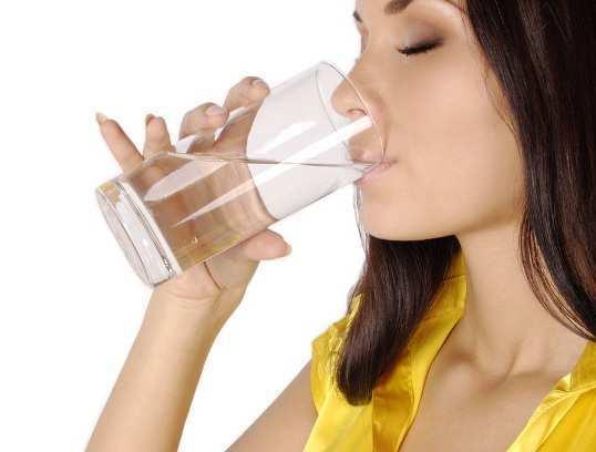 drinking-water-woman