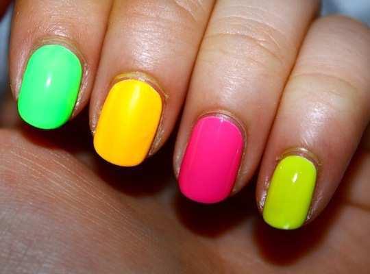 neon-nail-art-12