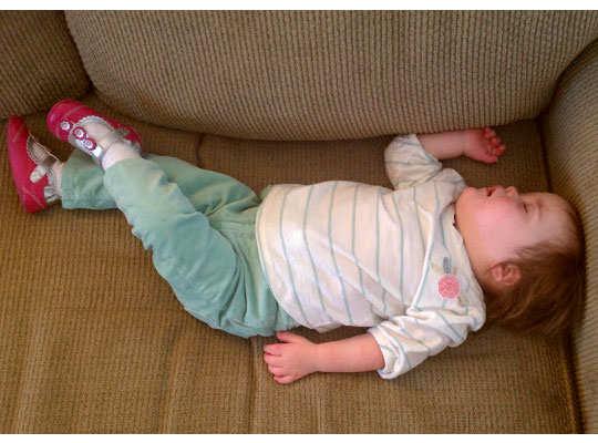 sleep-posture-reveal-your-persona-back-sleeper-legs-crossed