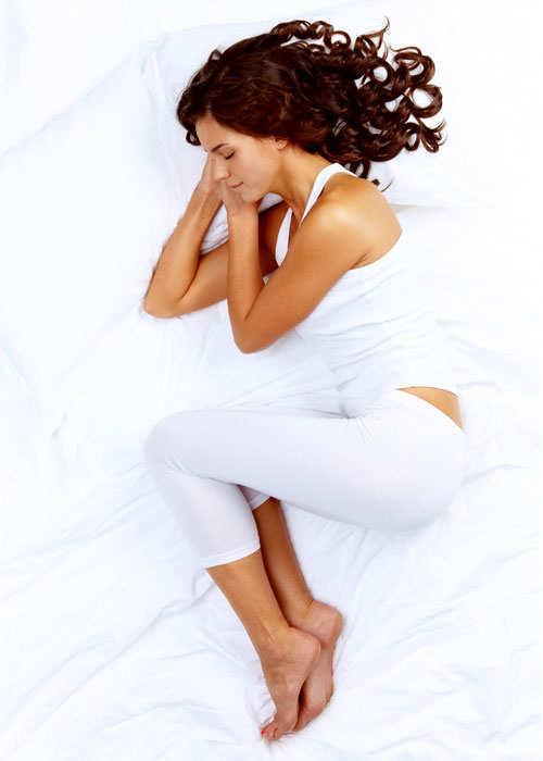sleep-posture-reveal-your-persona-side-sleeper-curl-on