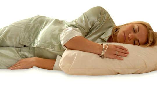 sleep-posture-reveal-your-persona-side-sleeper-lying-on-one-side