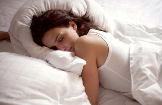 sleep-posture-reveal-your-persona-side-sleeper-sleeping-on-stomachg