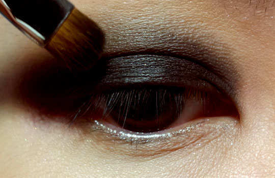 smoky-eye-make-up-tips-eye-shadow-dark-3