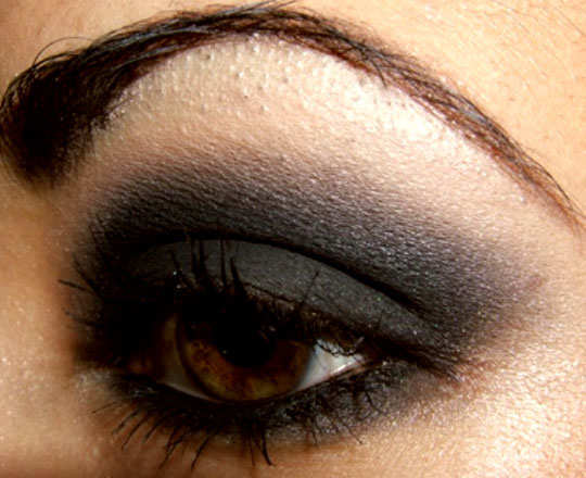 smoky-eye-make-up-tips-finish-it-off