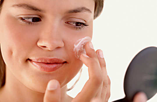 skin-care-myths-oily-skin-moisturizer