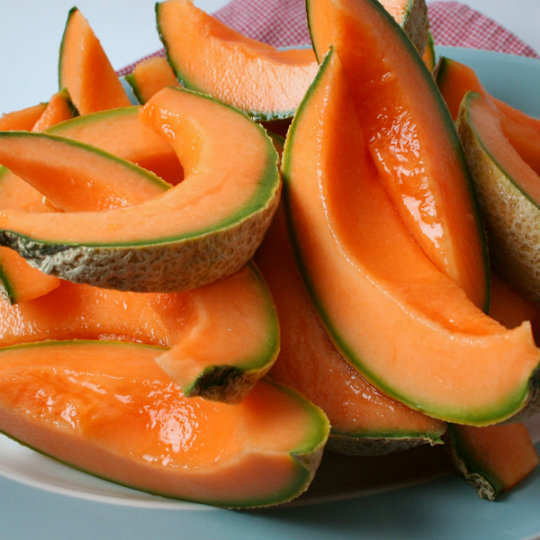 13-foods-to-keep-you-hydrated-cantaloupe