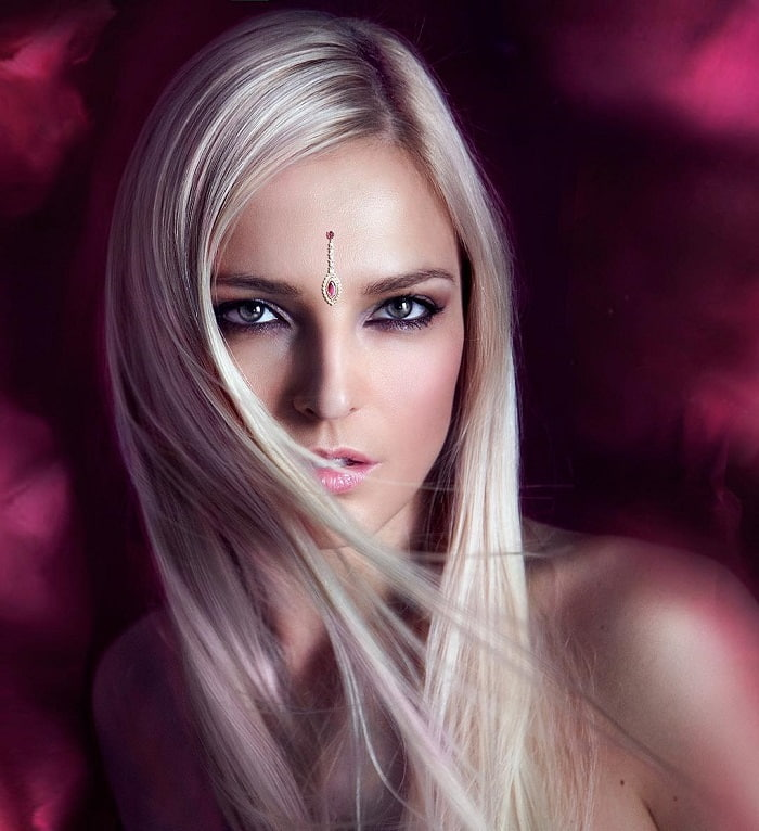 blonde hairstyles for women with tan skin