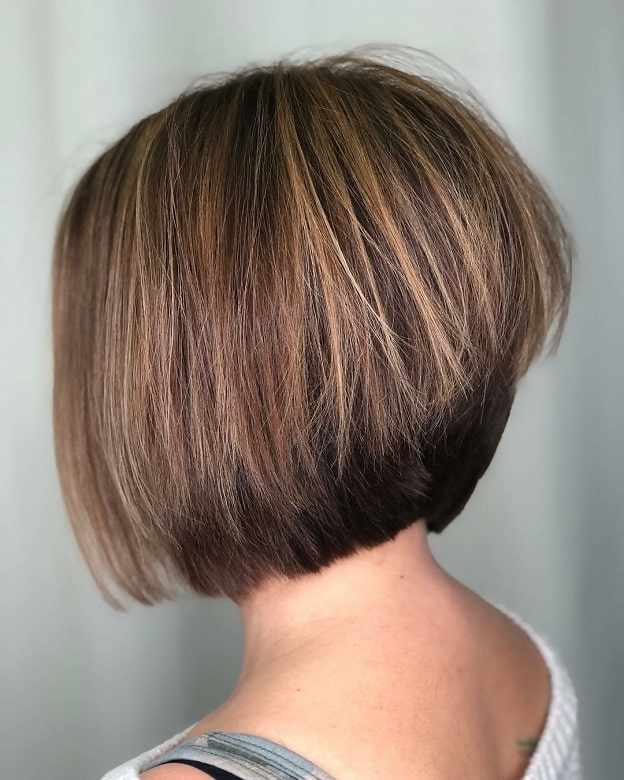stacked bob with caramel highlights