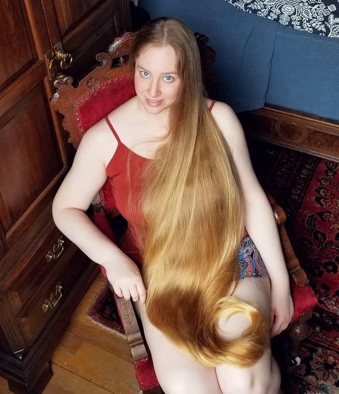 long blonde hair for blue eyes girl