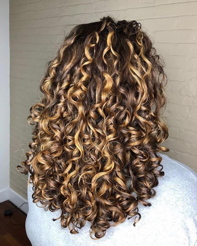 pintura highlights on curly perm hair