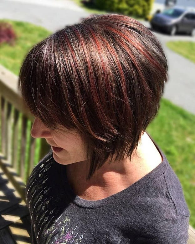 stacked layered bob with bangs and highlights