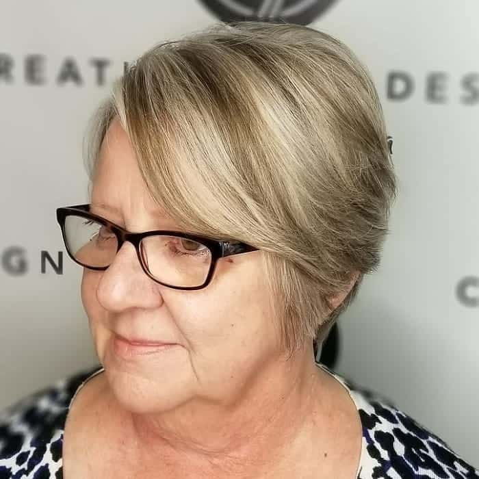 short blonde hair for women over 50 with glasses